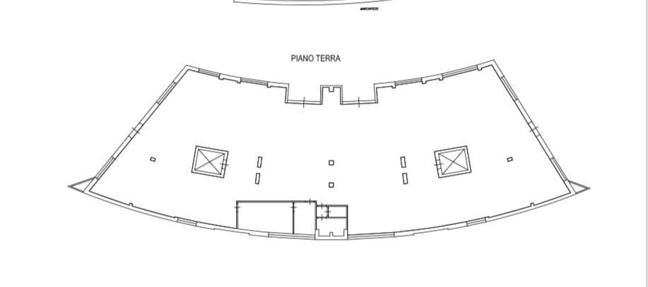Riferimento 1112MM Nel centro di Pisa fondo commerciale di circa 500 mq con ampio seminterrato ad uso magazzino di 350 mq collegato con due ascensori