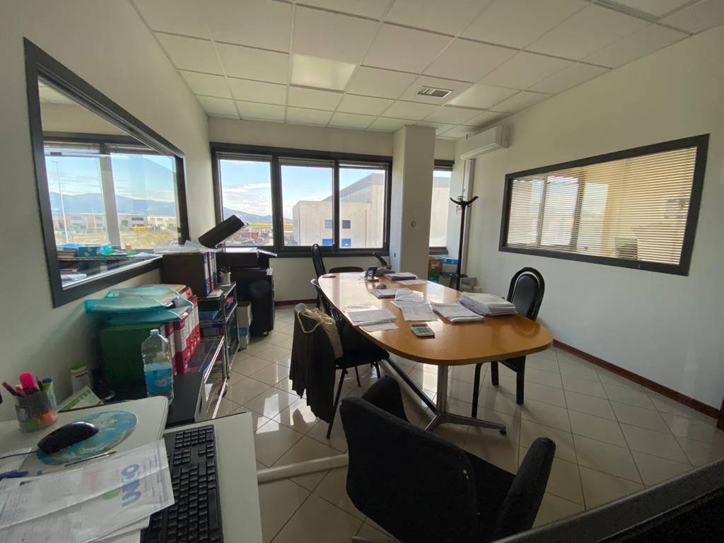 0803FCMM In zona di servizi vicinissimo a Pisa e in strada ben localizzata per la logistica commerciale edificio di totali 750 mq La distribuzione