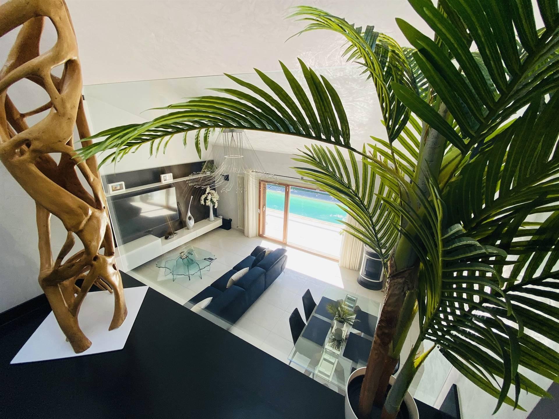 RIFERIMENTO 2105CDFC: Splendida Villa singola situata in contesto residenziale e comodo sia per raggiungere in soli dieci minuti il mare che il