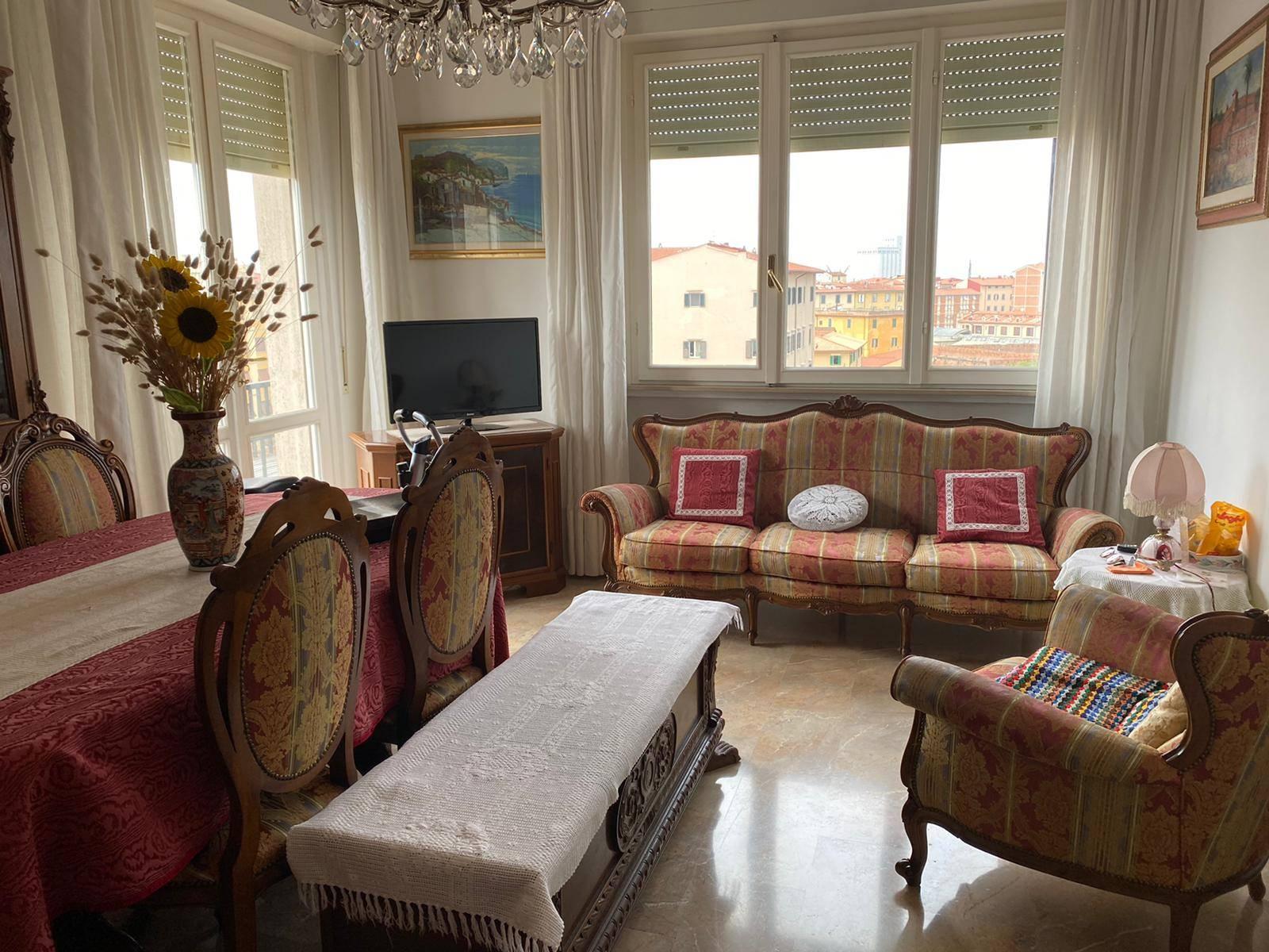 Riferimento 1006GA - Livorno in zona centrale, vicino al mare ed a tutti servizi, splendido attico di quattro vani con ampia terrazza, da dove si può