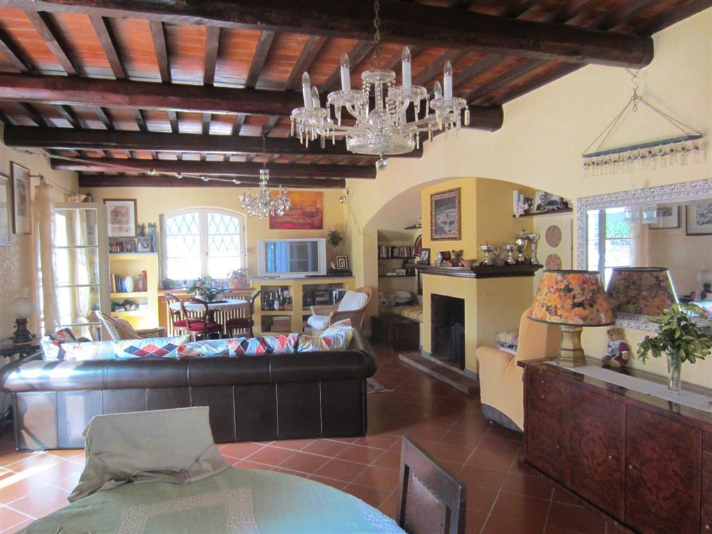 Villa, Tirrenia, Pisa, in ottime condizioni