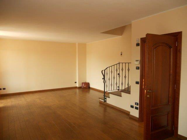 ALME', Villa zur miete von 814 Qm, Beste ausstattung, Heizung Unabhaengig, am boden Keller, zusammengestellt von: 6 Raume, Separate Küche, 4 Zimmer,