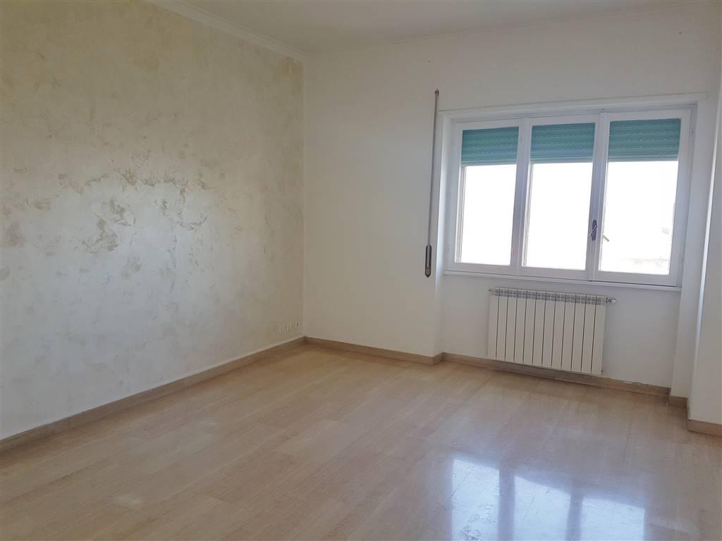 Appartamento in vendita a Roma, 4 locali, zona Località: SELVA CANDIDA, prezzo € 229.000   CambioCasa.it