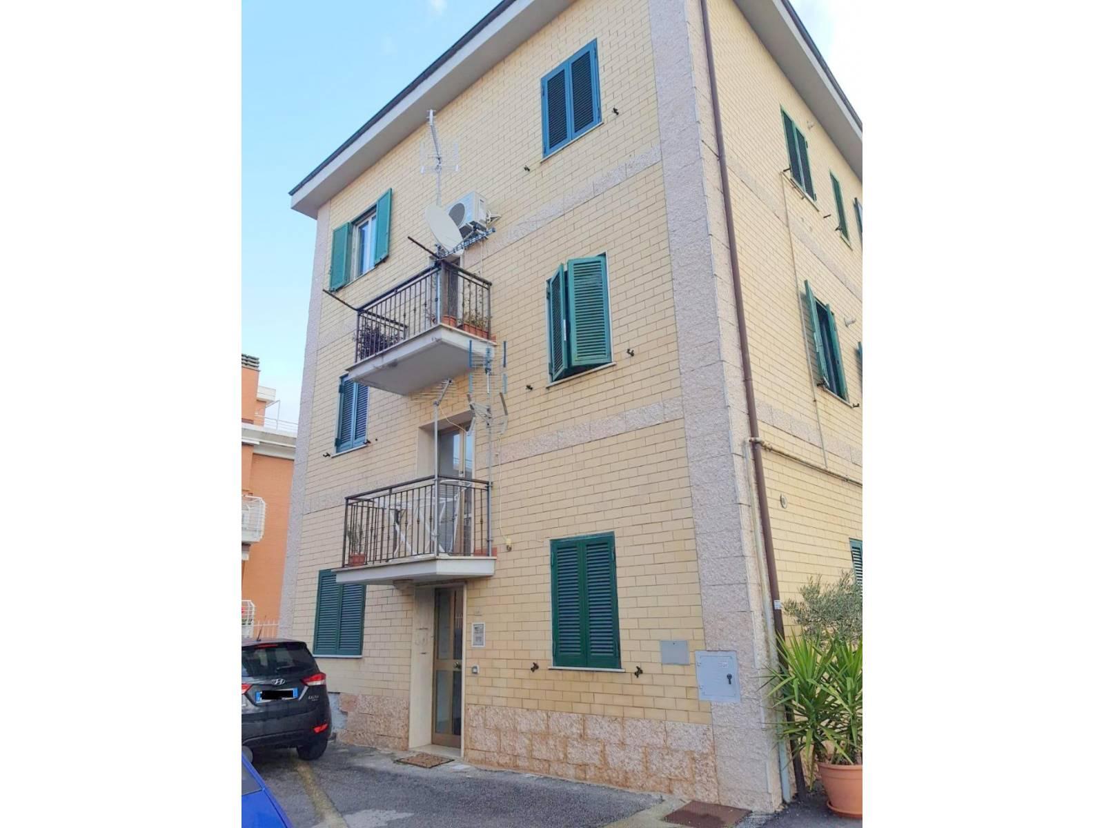 Appartamento in vendita a Roma, 2 locali, zona Località: SELVA CANDIDA, prezzo € 79.000 | CambioCasa.it