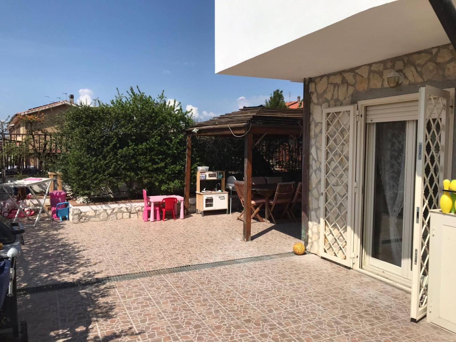 Villa a Schiera in vendita a Roma, 3 locali, zona Località: CESANO, prezzo € 190.000 | CambioCasa.it