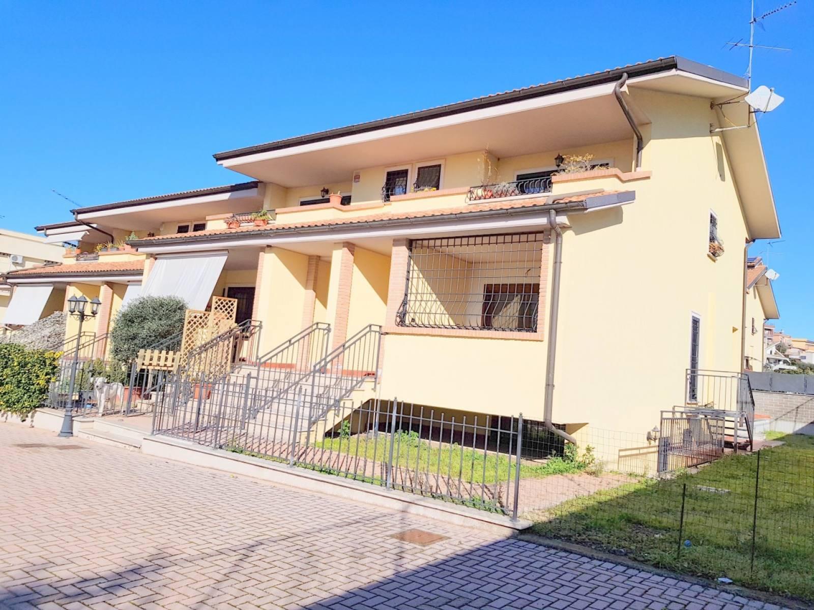 Appartamento in vendita a Roma, 4 locali, zona Località: CASALOTTI, prezzo € 270.000   CambioCasa.it