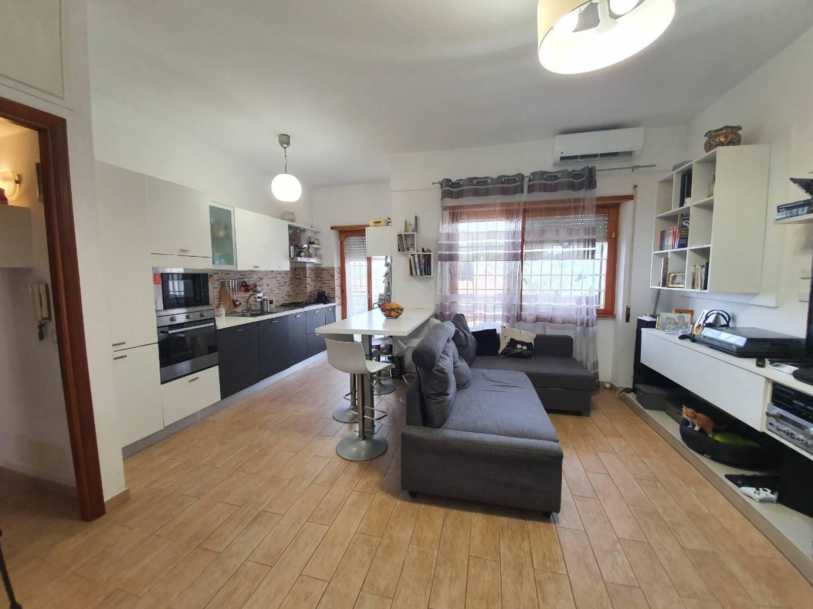 Appartamento in vendita a Roma, 3 locali, zona Località: CASALOTTI, prezzo € 180.000   CambioCasa.it
