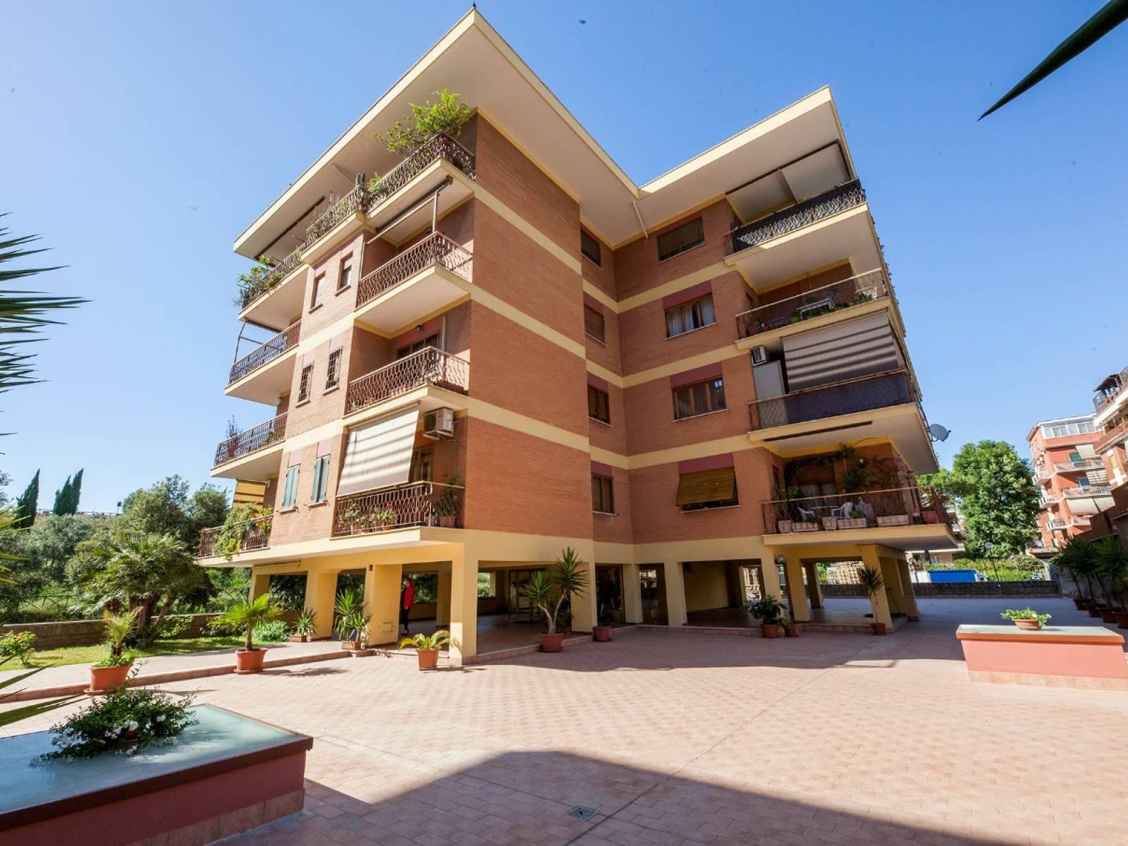 Appartamento in vendita a Roma, 3 locali, zona Località: AURELIA, prezzo € 330.000   CambioCasa.it