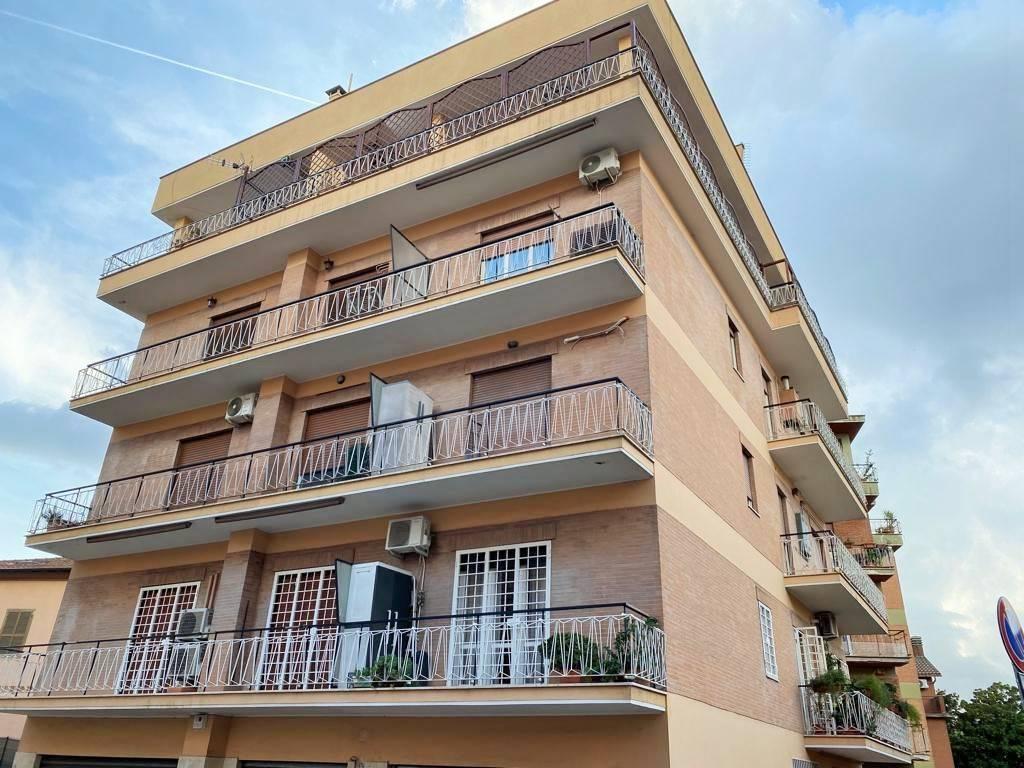 Appartamento in vendita a Roma, 3 locali, zona Zona: 42 . Cassia - Olgiata, prezzo € 159.000   CambioCasa.it
