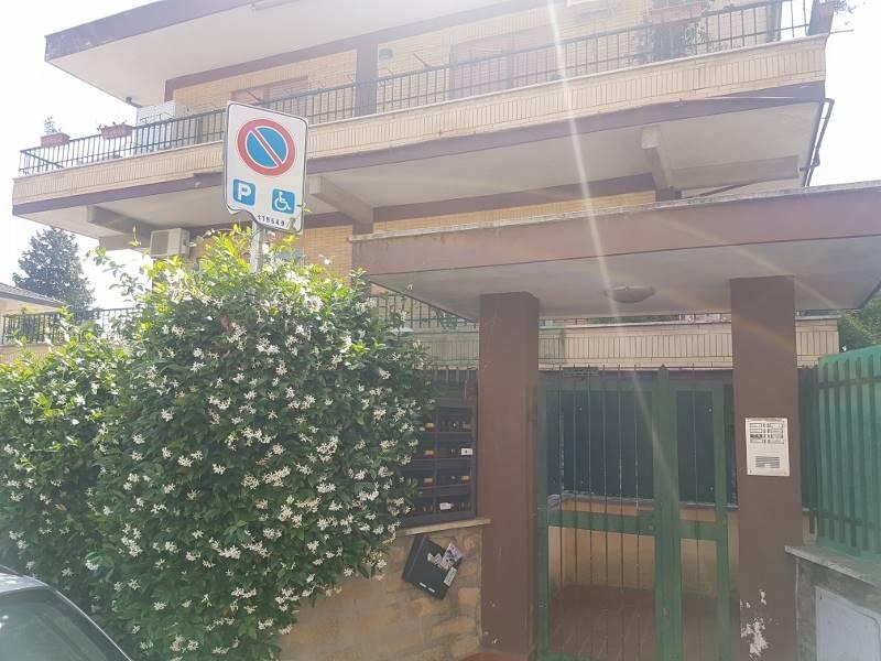 Attico / Mansarda in affitto a Roma, 2 locali, zona Zona: 42 . Cassia - Olgiata, prezzo € 500   CambioCasa.it
