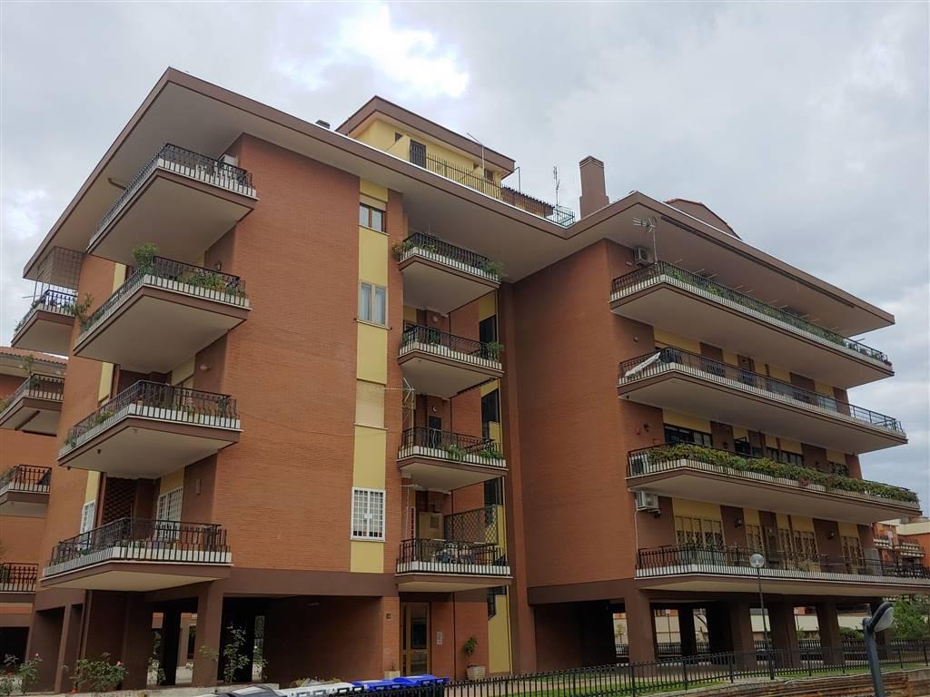 Appartamento in vendita a Roma, 3 locali, zona Zona: 37 . Morena - Ciampino - Trigoria - Falcognana, prezzo € 289.000 | CambioCasa.it