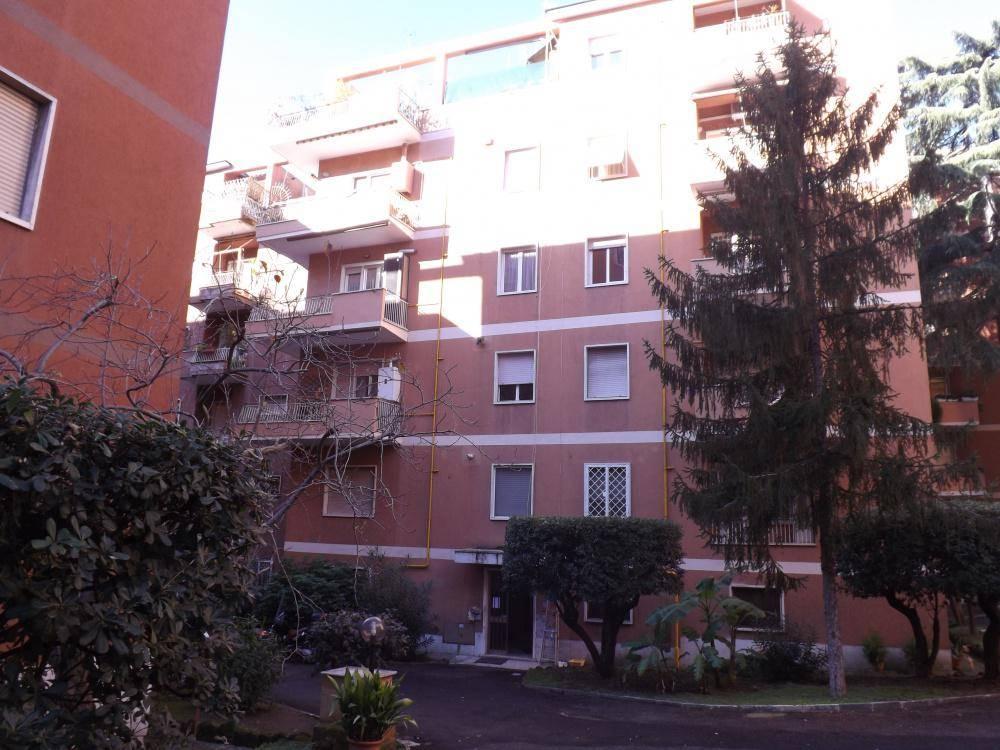 Bilocale in Via Rosa Garibaldi Raimondi, Ardeatino, Colombo, Garbatella, Roma