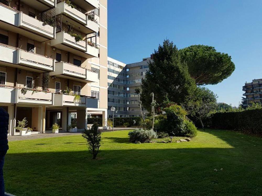 Quadrilocale in Via Elio Vittorini, Eur (europa), Laurentino, Montagnola, Roma