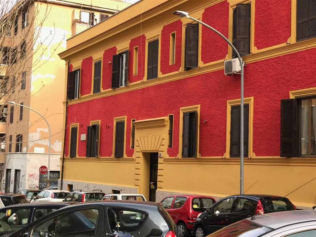 Bilocale in Via Camilla, Roma