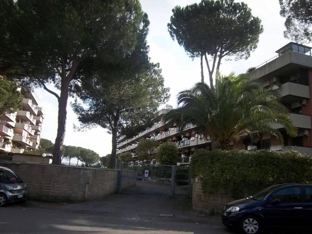 Trilocale in Viale Della Torre Di Pratolungo, Roma