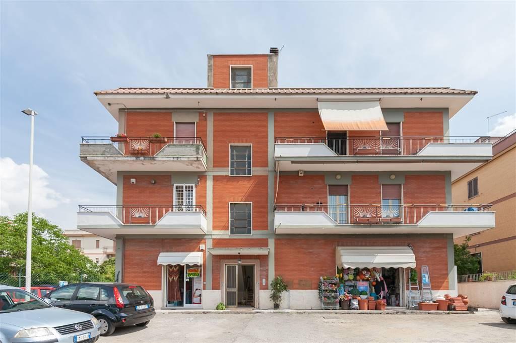 Quadrilocale in Via Di Lunghezza, Lunghezza, Roma