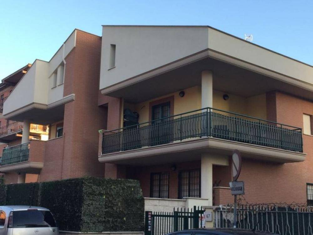Trilocale in Via Amaretta, Roma