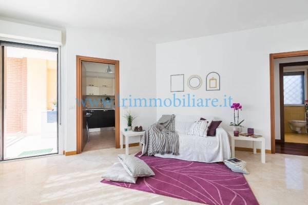 Trilocale in Via Roberto Raviola  00127, Roma