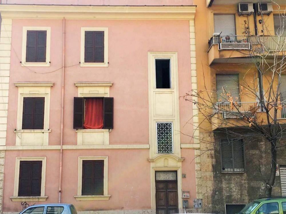 Trilocale in Via Carlo Della Rocca, Roma