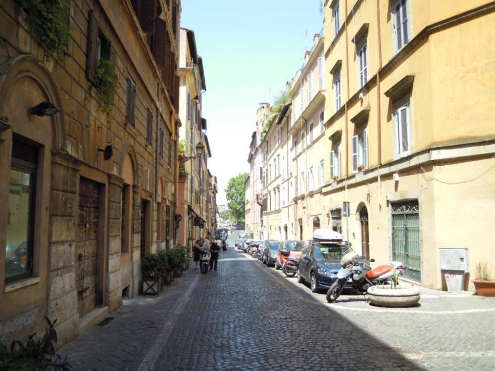 Quadrilocale in Via Di Panico  00186, Centro Storico, Roma