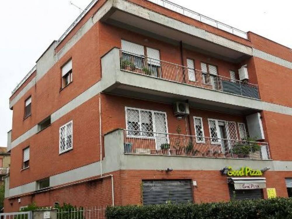 Trilocale in Via Trofarello, Roma