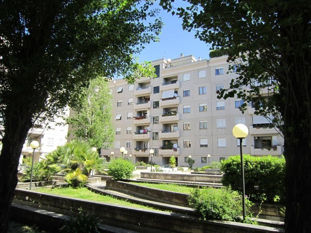 Appartamento in Via Del Pianeta Urano, Roma