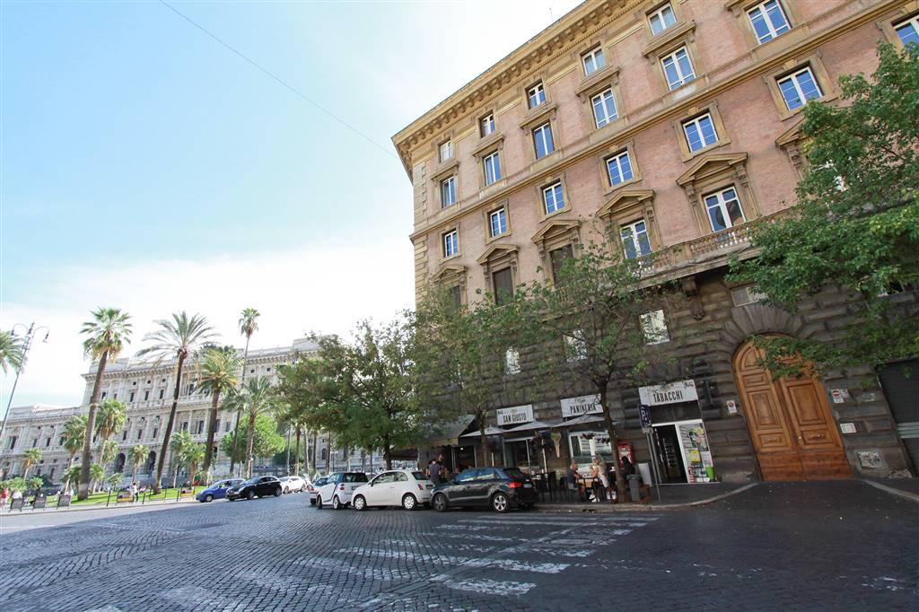 Quadrilocale in Via Crescenzio, Nuovo Salario, Prati Fiscali, Colle Salario, Roma