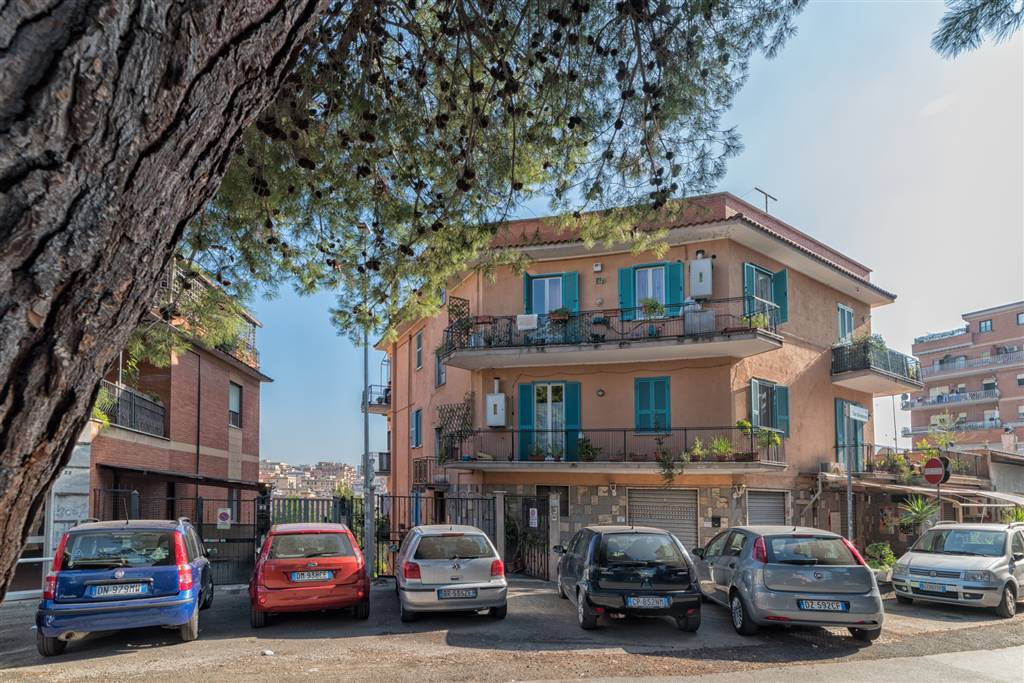 Trilocale in Via San Gimignano, Roma