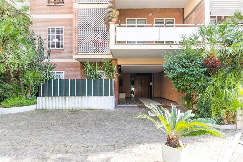Trilocale in Piazza Ugo Da Como, Nuovo Salario, Prati Fiscali, Colle Salario, Roma