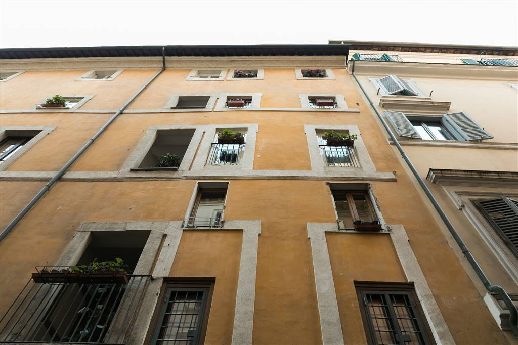 Quadrilocale in Via Della Madonna Dei Monti, Centro Storico, Roma