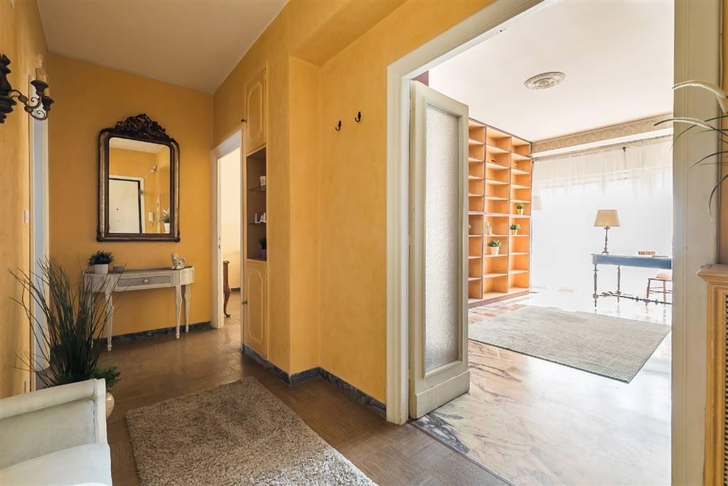 Trilocale in Via Delle Accademie, Eur (europa), Laurentino, Montagnola, Roma