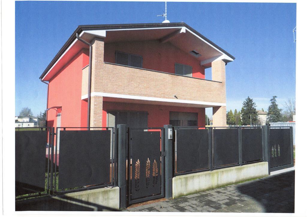Villa, Mezzani, in nuova costruzione