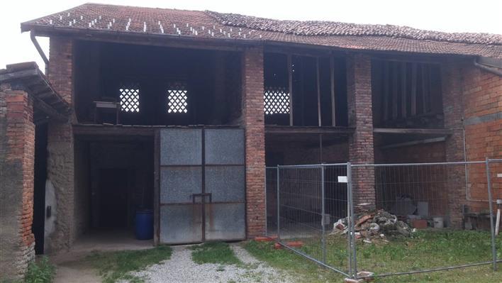 Vendita rustico casale olgiate comasco da ristrutturare for Case in affitto arredate olgiate comasco