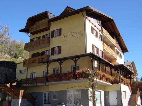 Albergo in vendita a Ponte di Legno, 12 locali, zona Zona: Passo del Tonale, Trattative riservate | CambioCasa.it
