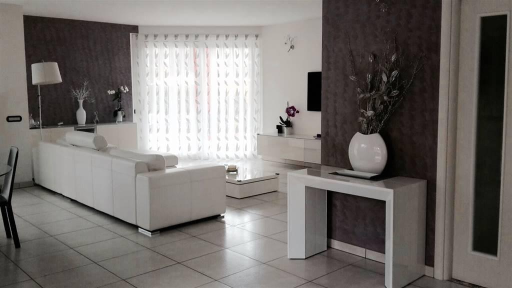 Villa in vendita a Uggiate-Trevano, 5 locali, prezzo € 695.000   PortaleAgenzieImmobiliari.it
