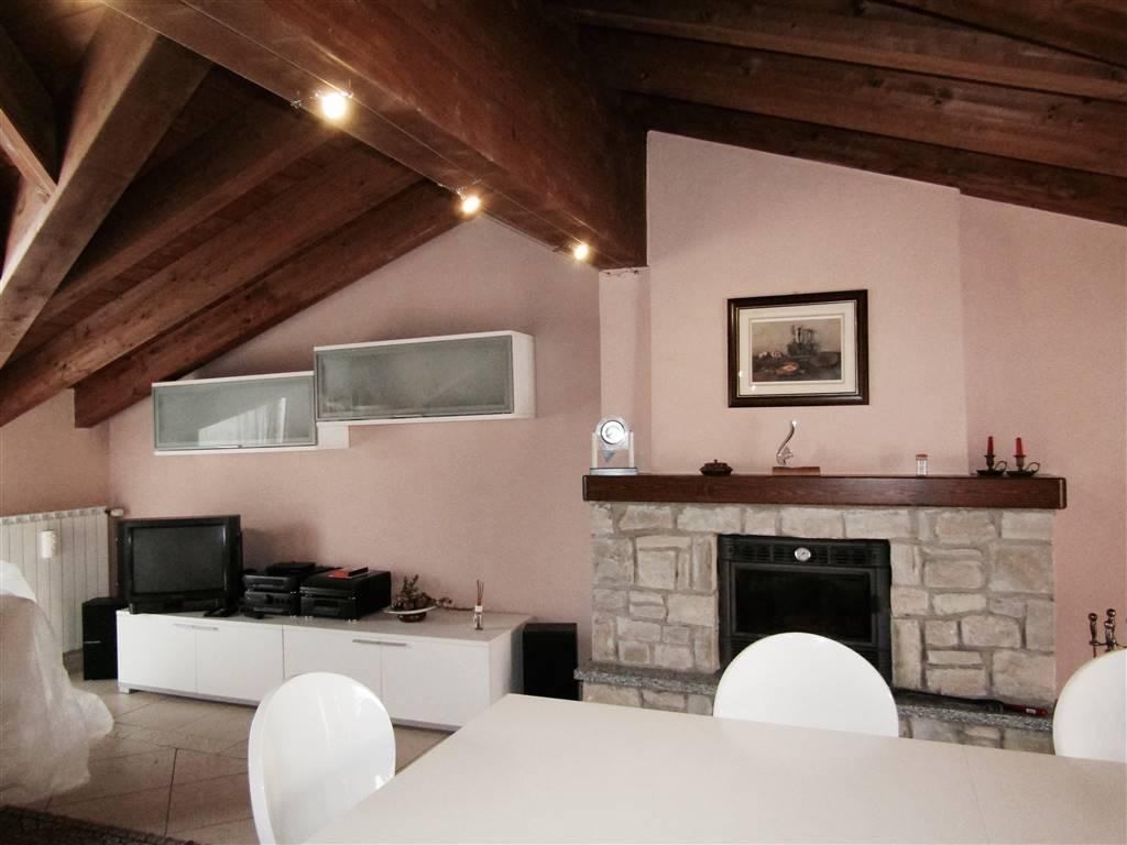 Villa a Schiera in vendita a Lanzo d'Intelvi, 4 locali, Trattative riservate | CambioCasa.it