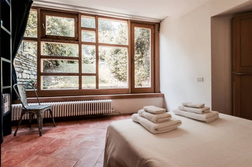 Soluzione Indipendente in vendita a Moltrasio, 8 locali, Trattative riservate | CambioCasa.it