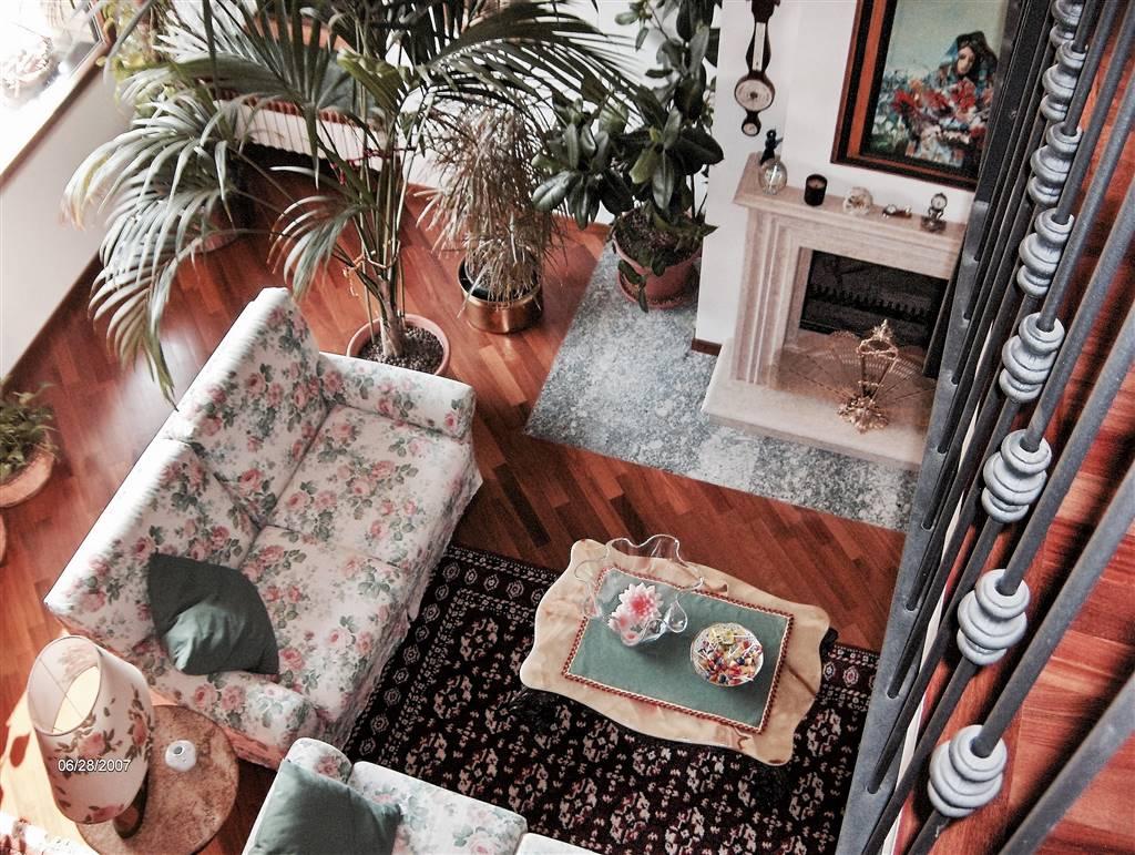 Villa in vendita a Montorfano, 5 locali, Trattative riservate   CambioCasa.it