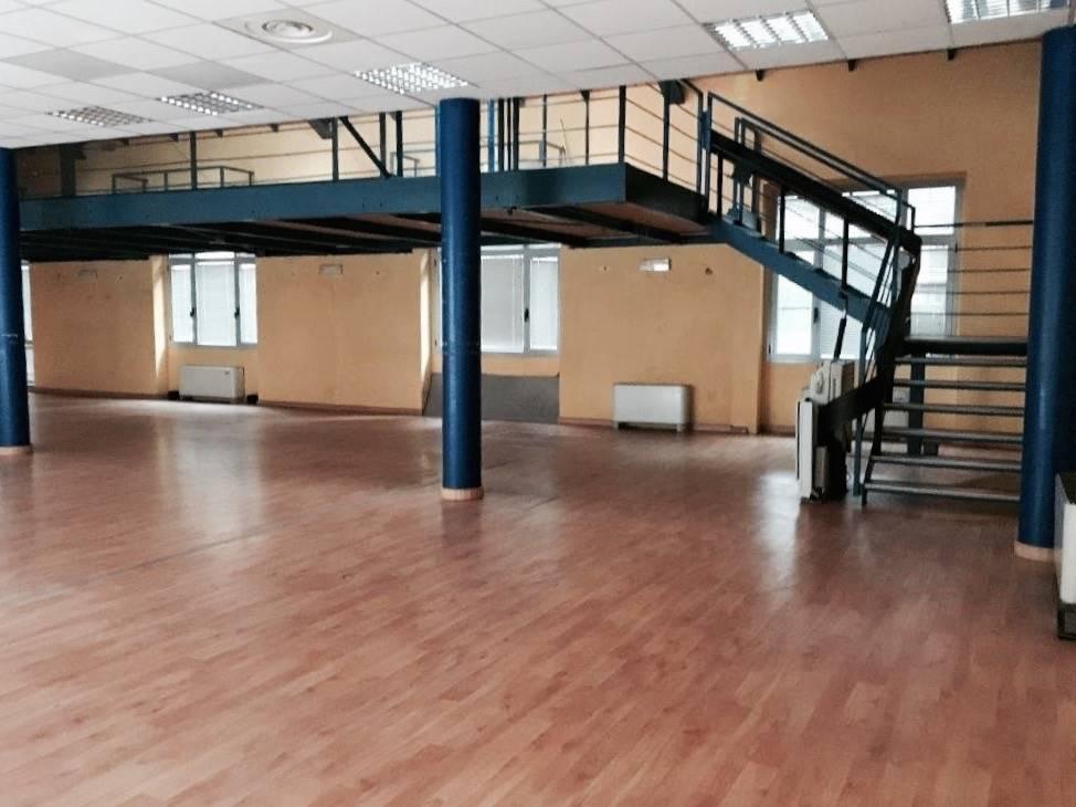 Attività / Licenza in affitto a Como, 4 locali, zona Località: CITTÀ MURATA/ LUNGOLAGO/ CENTRO, prezzo € 3.000 | PortaleAgenzieImmobiliari.it