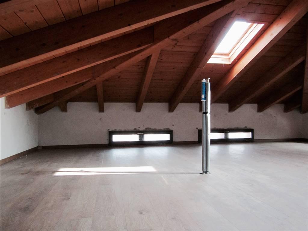 Appartamento in vendita a Ponte Lambro, 3 locali, prezzo € 180.000   CambioCasa.it