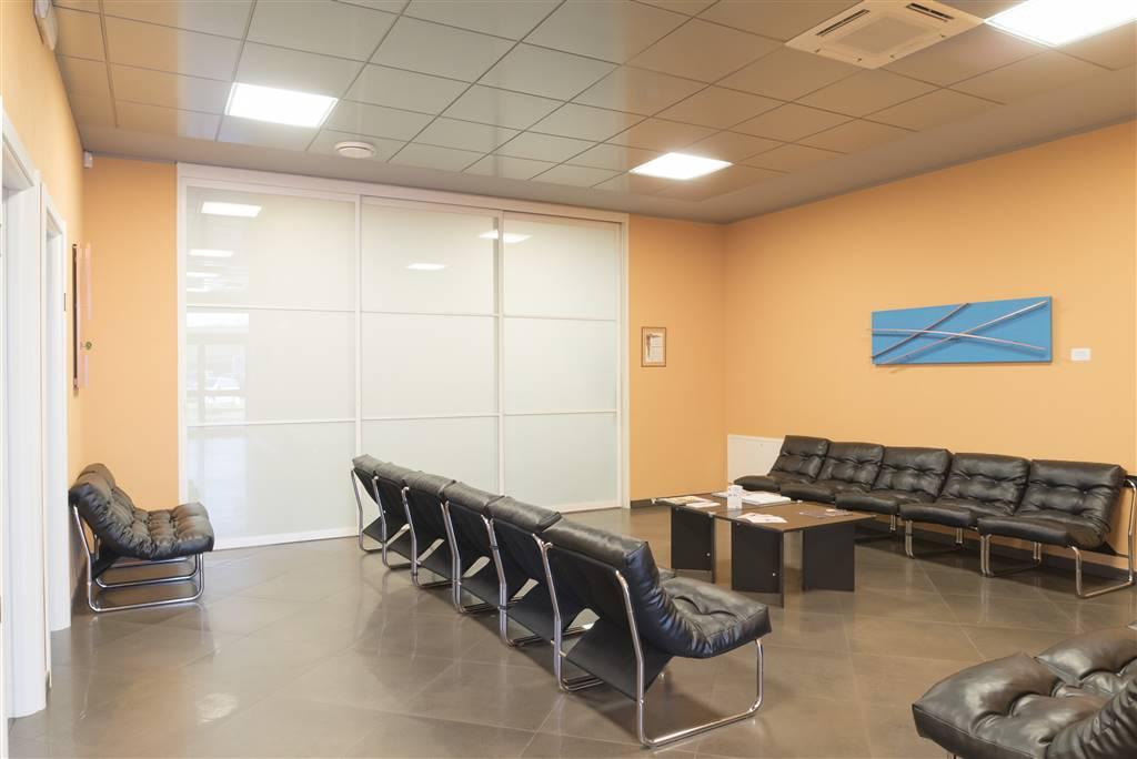 Ufficio / Studio in affitto a Orsenigo, 8 locali, Trattative riservate | CambioCasa.it