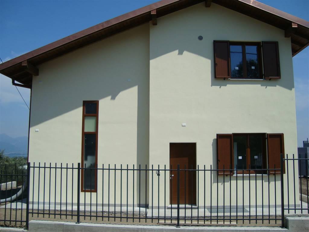 Villa in vendita a Albavilla, 5 locali, prezzo € 380.000 | CambioCasa.it