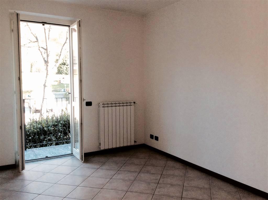 Appartamento in affitto a Canzo, 2 locali, prezzo € 400   CambioCasa.it