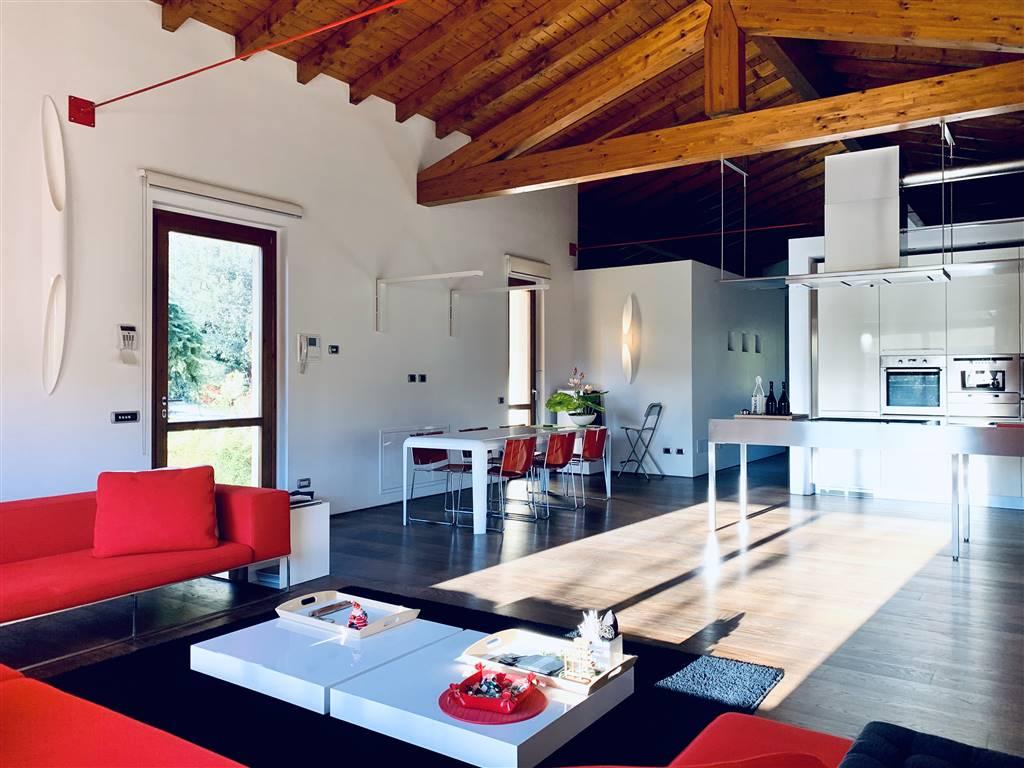 Rustico / Casale in vendita a Caslino d'Erba, 5 locali, zona ina Bianca, prezzo € 920.000 | PortaleAgenzieImmobiliari.it