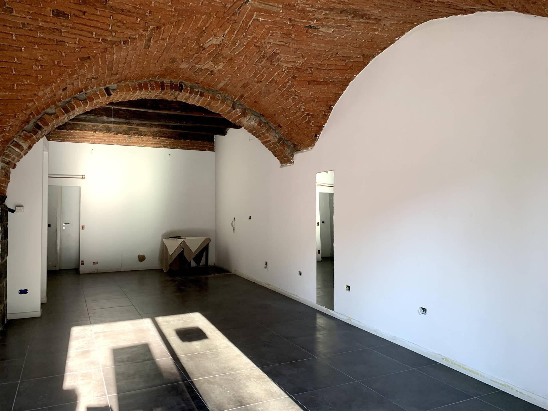Negozio / Locale in affitto a Como, 1 locali, zona Località: CITTÀ MURATA/ LUNGOLAGO/ CENTRO, prezzo € 1.400 | PortaleAgenzieImmobiliari.it