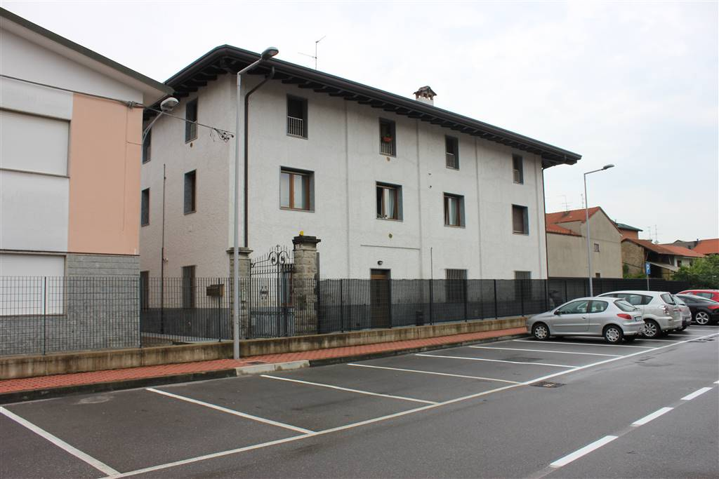 Bilocale in 2 Manzoni, Rovello Porro