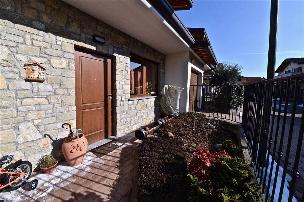 Villa a schiera in Via Grigna 20/d, Vertemate Con Minoprio