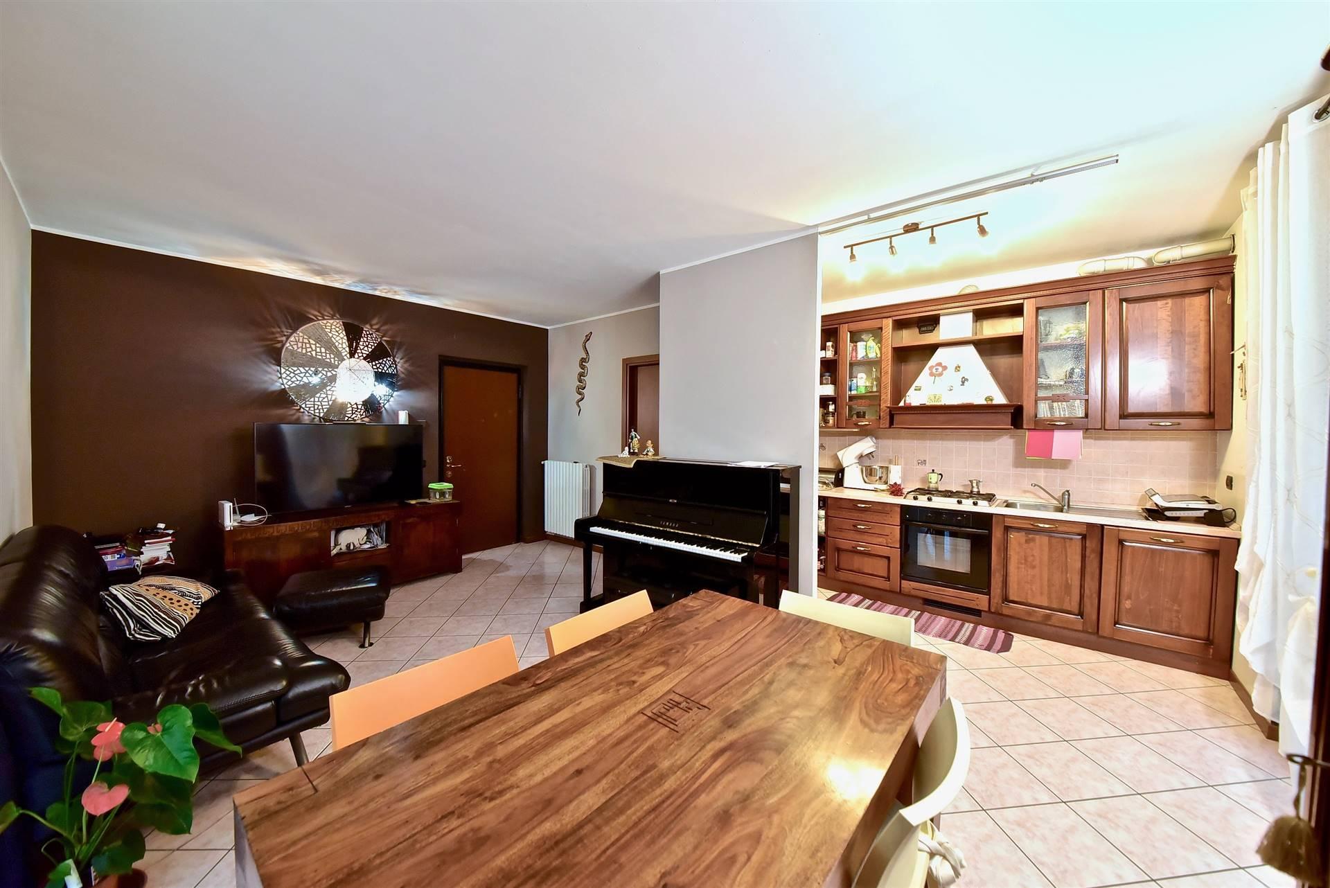 Appartamento in vendita a Misinto, 3 locali, prezzo € 159.000 | CambioCasa.it