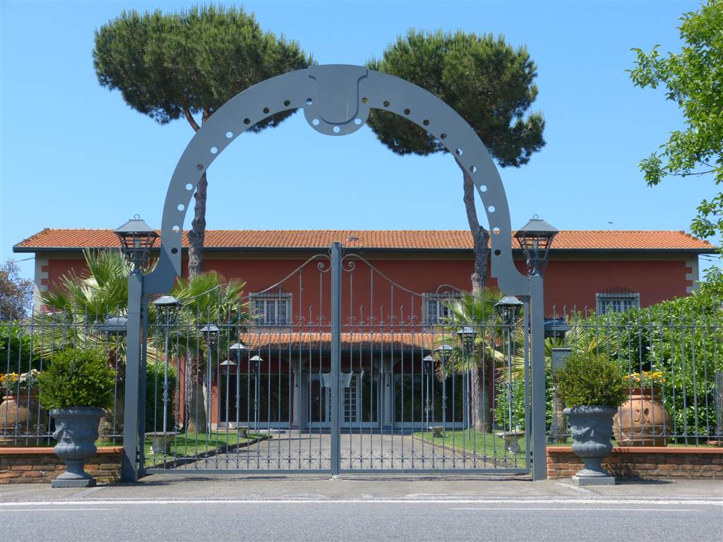 Locale commerciale, Viareggio
