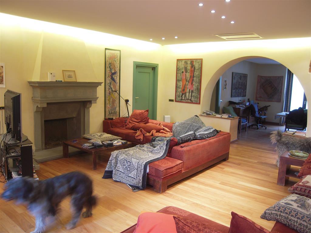Rustico casale, Carignano, Lucca, in ottime condizioni